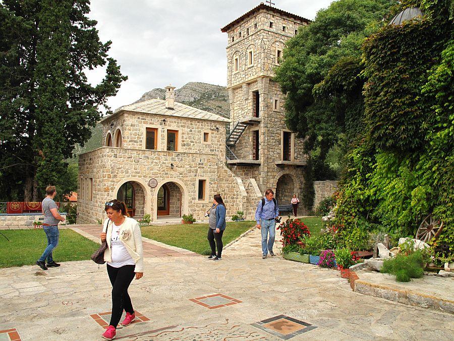 Samostan_Tvrdos